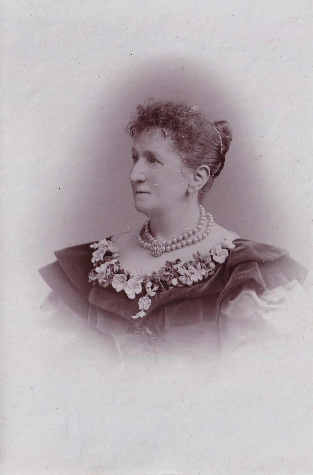 Album bfn Lefez Aline Marie wife of Louis Ernest Avenelle photo page