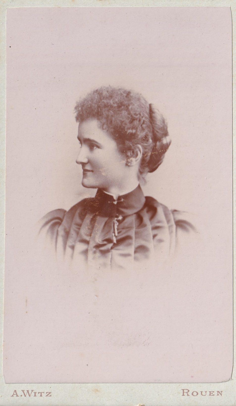 Album bfn Mme épouse Charles Marié peut être mère de Léonie Charles et Alice page  photo  rotated