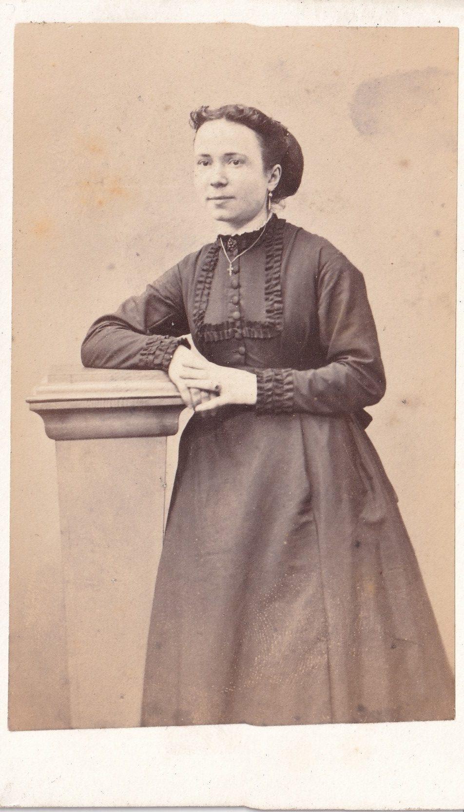 Album bfn Mme épouse Jean Louis Marié peut être mère de Léonie Charles et Alice page  photo  rotated