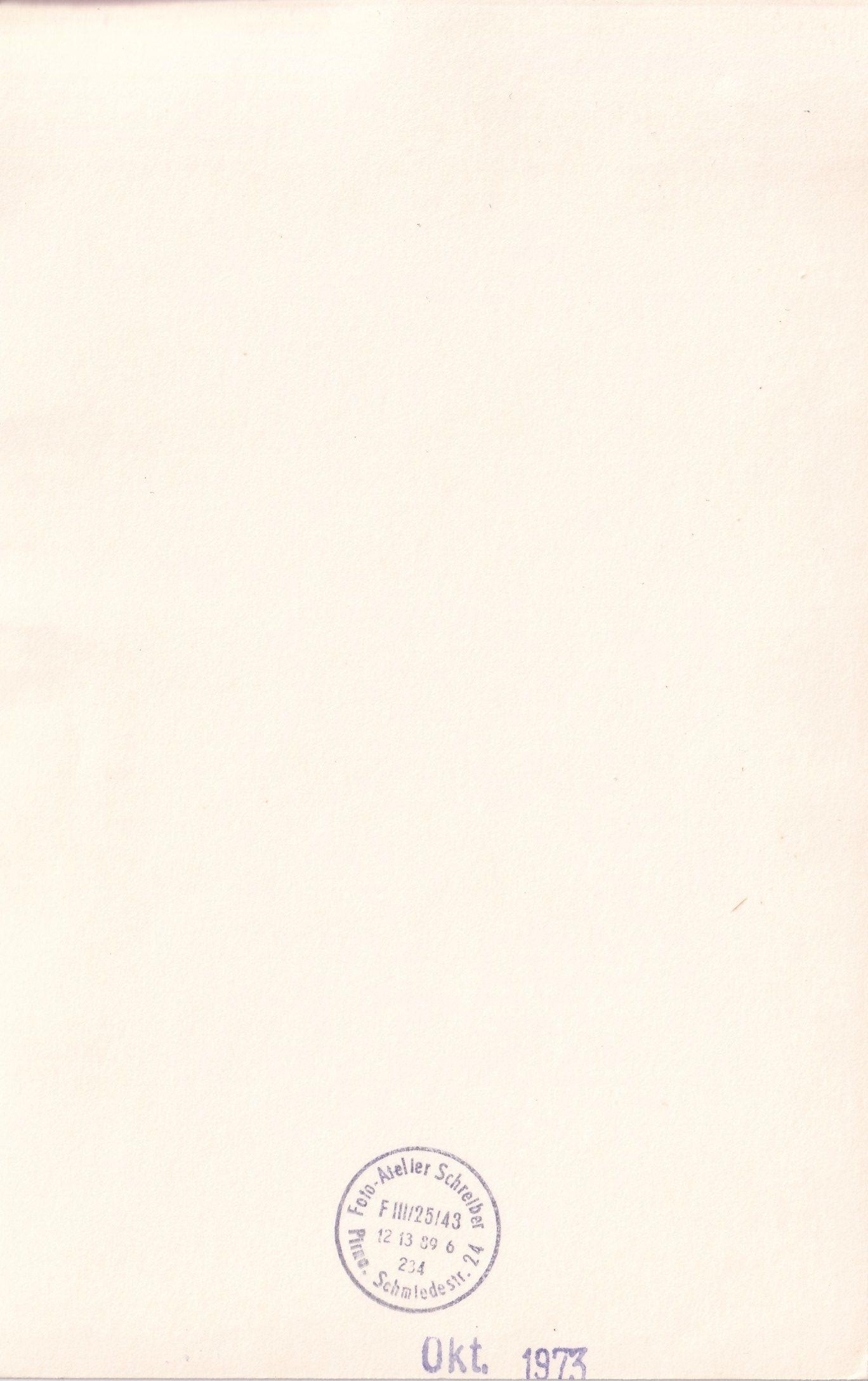 Bébé allemand aux yeux clairs en studio  Ateler Schrelber  verso format   rotated