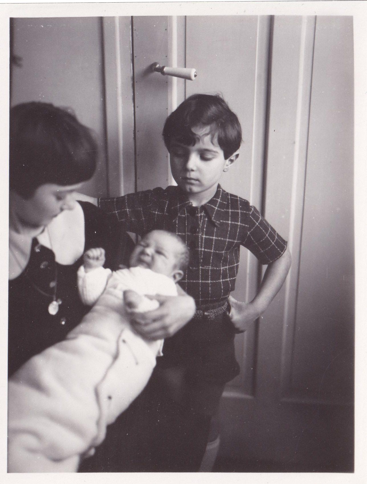 Garçon chemise à carreaux bebe fille en robe  format   rotated