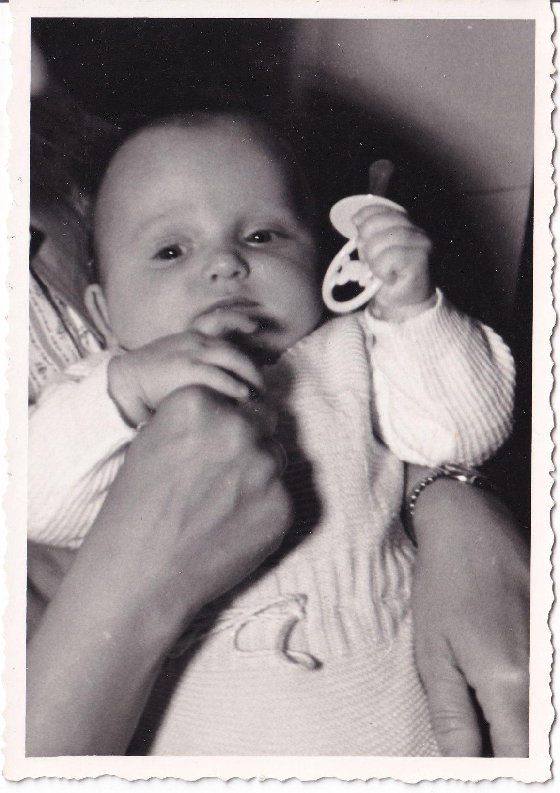 Pochette  Bébé dans les bras Format   rotated