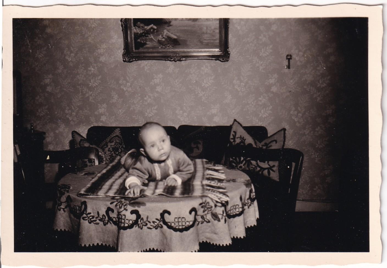 Pochette  Bébé posé sur une table recto Format